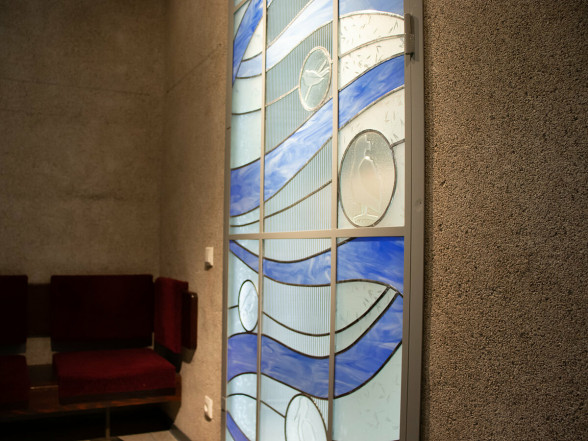 Science and art go well together – new stained glass artwork at the ISSP UL